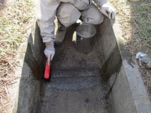 1.水路内目地の清掃